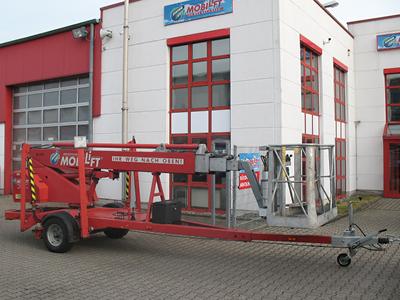 Anhänger-Arbeitsbühne mit einer Arbeithöhe 18 Meter mieten. Seitl. Reichweite 11 Meter, Tragkraft max. 200kg