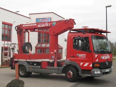 LKW-Arbeitsbühne / Hubsteiger mit einer Arbeithöhe 14 Meter mieten. Seitl. Reichweite 10 Meter, Tragkraft max. 200kg