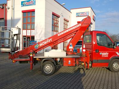 LKW-Arbeitsbühne / Hubsteiger mit einer Arbeithöhe 22 Meter mieten. Seitl. Reichweite 14 Meter, Tragkraft max. 200kg