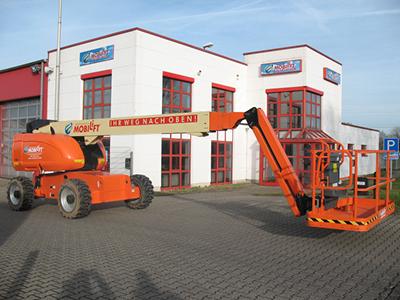 Kräftige Arbeitsbühne für Außeneinsätze ✅Bis 22 m Arbeitshöhe ✅230 kg Traglast ✅Diesel-Allradantrieb ✅Jetzt reservieren ☎0221-888110200