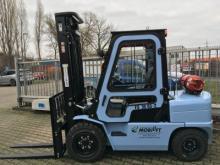 Gas- + Allradantrieb ✅Tragkraft 3,5 t ✅Hubhöhe 5,50 m ✅Verglaste Stahlkabine + Heizung + Sitzfederung ✅Jetzt reservieren ☎ 0221 - 888 110 200