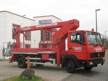 LKW-Arbeitsbühne / Hubsteiger mit 18 Meter Arbeithöhe mieten. Seitl. Reichweite 13 Meter, Tragkraft max. 265kg