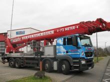 LKW-Arbeitsbühne / Hubsteiger mit einer Arbeithöhe 72 Meter mieten. Seitl. Reichweite 38 Meter, Tragkraft von 600kg