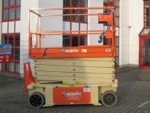 Kompakt + standsicher ✅11,75 m Arbeitshöhe ✅2,5 qm Plattform ✅Innen + Außen ✅Elektroantrieb ✅Jetzt reservieren ☎0221-888 110 20